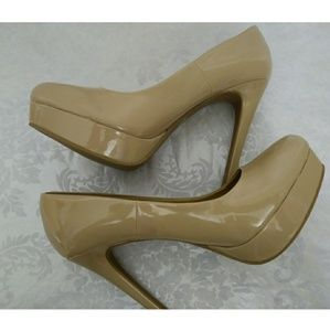 Chinese Laundry Wendy Pumps size 9M
